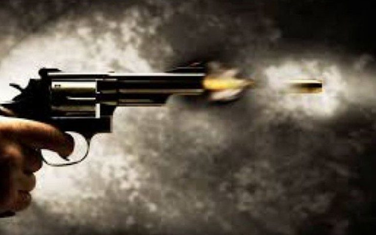 Police and robber exchange fire; one Indian dacoit dead